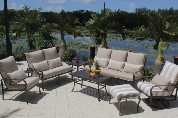 Read more about the article How to Choose the Best Material for Outdoor Furniture